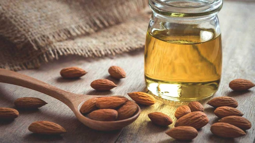 BENEFITS AND USES OF ALMOND OIL
